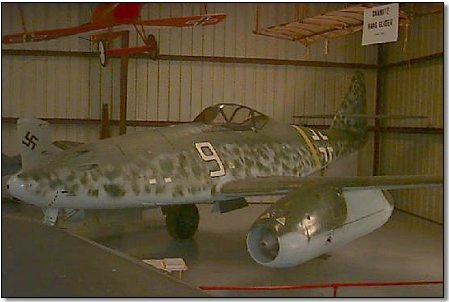 Messerschmitt Me 262A-1a U3 Schwalbe, Nº de Serie 500453 está en exhibición en el Flying Heritage Collection en Everett, Washington